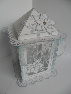 Catty Creations: Christmas Lantern - very unique and delicate looking.