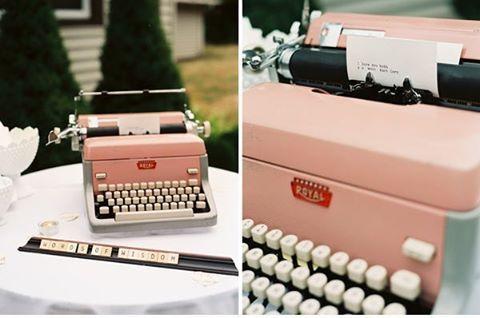 Words of wisdom! 📓💕 Ideia top e criativa para se fazer o livro de mensagens. Para quem ama o estilo vintage então, é de se apaixonar! Uma máquina de escrever para os convidados deixarem suas mensagens aos noivos nesta nova fase  e, com o detalhe da cor rosa, é puro 💗! E aqui o casal usou também, junto à decoração, as letras em madeira do jogo Scrabble, o que deu mais um charme ao evento. {via @ruffledblog website} #maquinadeescrever #livrodemensagem #estilovintage #vintage #casamento…