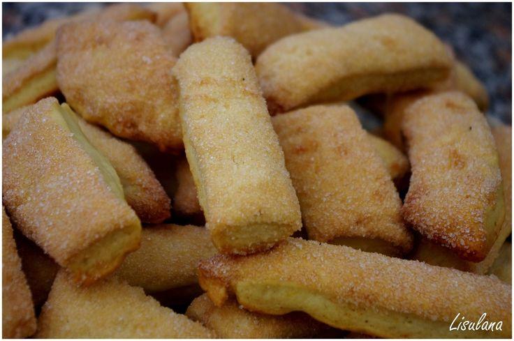 Les « Oliose » sont des biscuits corses de Balagne (donc de chez moi). Pourquoi « Oliose »? Parce qu'ils sont faits avec de l'huile, de l'huile d'olive de Balagne plus exactement. La Balagne est (était) le jardin de la Corse, avec ses oliviers, amandiers,...