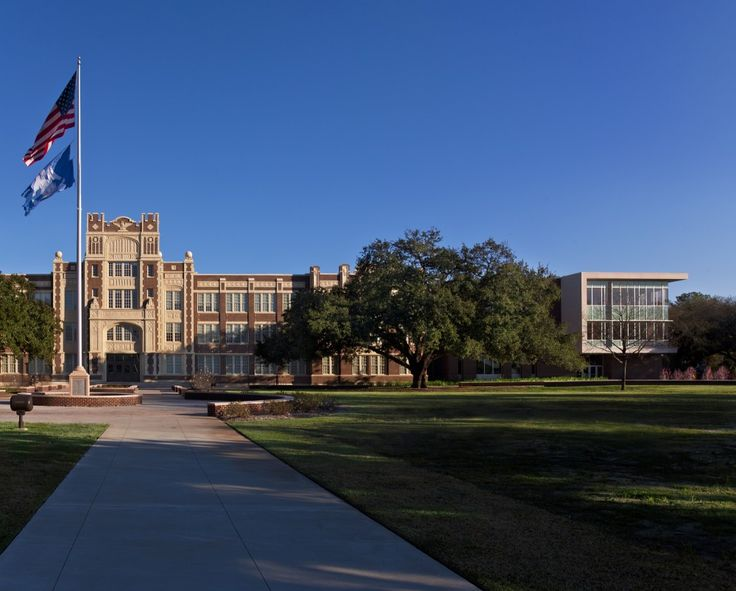 Baton Rouge Magnet High School / Chenevert Architects + Remson|Haley|Herpin Architects extension of old building