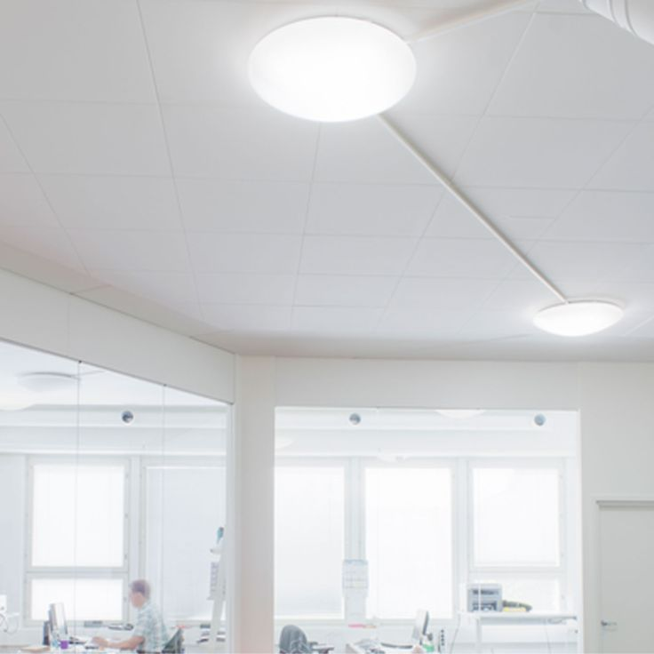 Himmennettävä ledplafondi Väri: valkoinen Mitat: Ø 435 , k 110 Teho: 15 W 2200lm  Kelvin: 3000K himmennettävä Valonlähde: LED Kotelointiluokka: 20 Paino kg: 1,3 Materiaali: muovi Katso sijaintimme kartalla