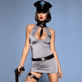 Politie Jurk Kostuum Sexy 5-delig politieagente set. Set bestaat uit een jurk, politiehoed, 2 riemen - de eerste kan op de taille gedragen worden en de tweede, versierd met twee kleine kettingen, wordt gedragen op de dij. De jurk is gemaakt van een elastische stof. De bovenkant van de jurk is afgewerkt met opstaande kraag met stropdas. Het diepe decolleté benadrukt de borst. Inclusief bijpassende string.  Maat: S/M