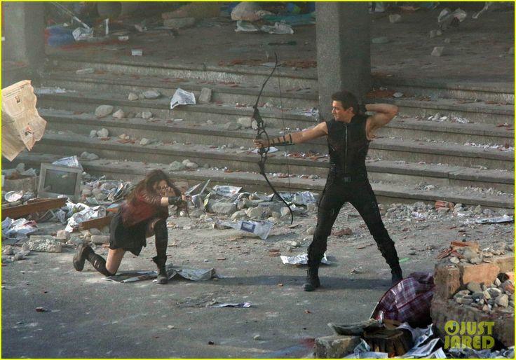 Jeremy+Renner+Age+of+Ultron+ +Avengers-Age_of_Ultron-Jeremy_Renner-Elizabeth_Olsen-Aaron_Taylor+...