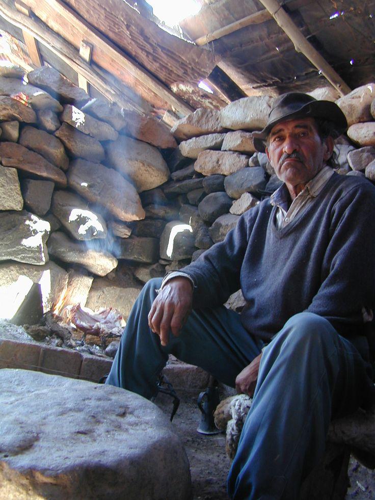 El Pehuenche, Mendoza, Argentina. Arriero en su casa de piedra.