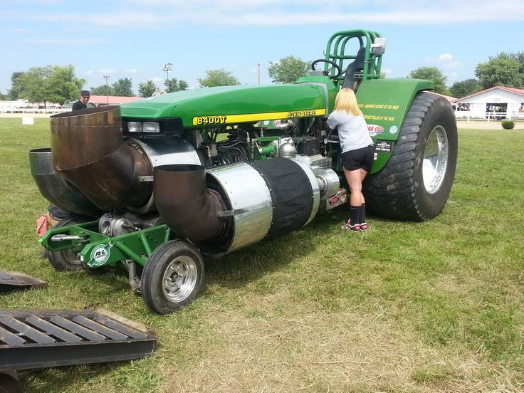 INCREDIBLE JOHN DEERE CONVERTED TRACTOR PULLING CONTEST MONSTER