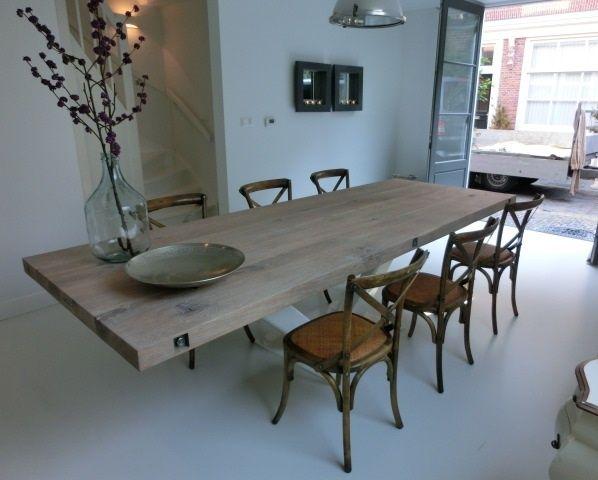 Stoeretafels.com EURO 1350 V onderstel Afmeting tafelblad: 100x200cm Specificatie tafelblad: rustiek eiken, 5 cm dik Specificatie onderstel: staal, wit gepoedercoat