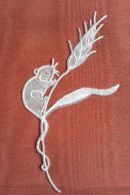 Honiton Lace Harvest mouse made by Jean Inglis. Designed by Pat Perryman