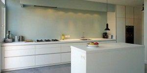 strakke-bulthaup-keuken-op-maat-met-plafondafzuigkap-en-werkeiland.1411737544-van-keukendesign.jpeg (300×150)