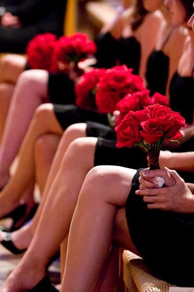 Bridesmaids black dresses and red roses: Bridesmaids black dresses and red roses