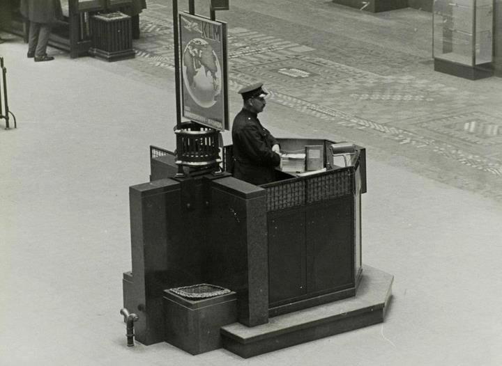 Postkantoor Coolsingel binnen.