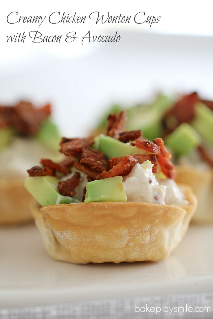 Creamy Chicken Wonton Cups with Bacon & Avocado - there perfect party food (and SO easy!) | Bake Play Smile #entertaining #partyfood #easy #wonton #cups #chicken