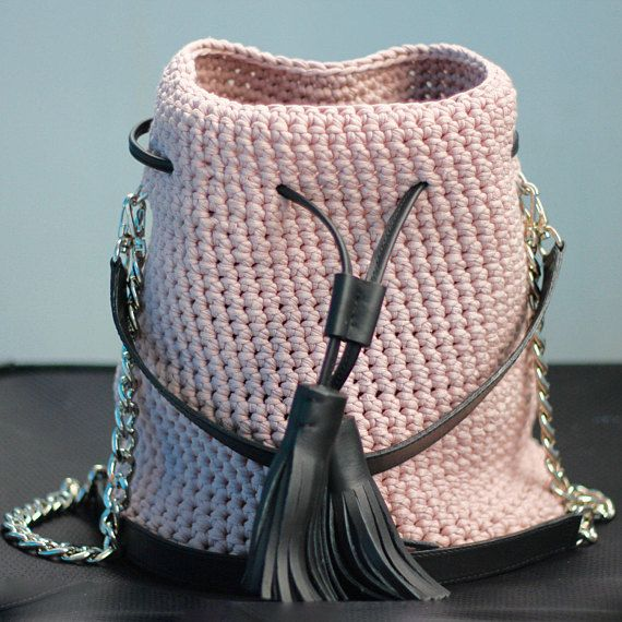 Crochet pink bucket bag with leather tassels and leather handle | Powder pink chain purse | Summer trend pink handbag | Dust pink bucket bag