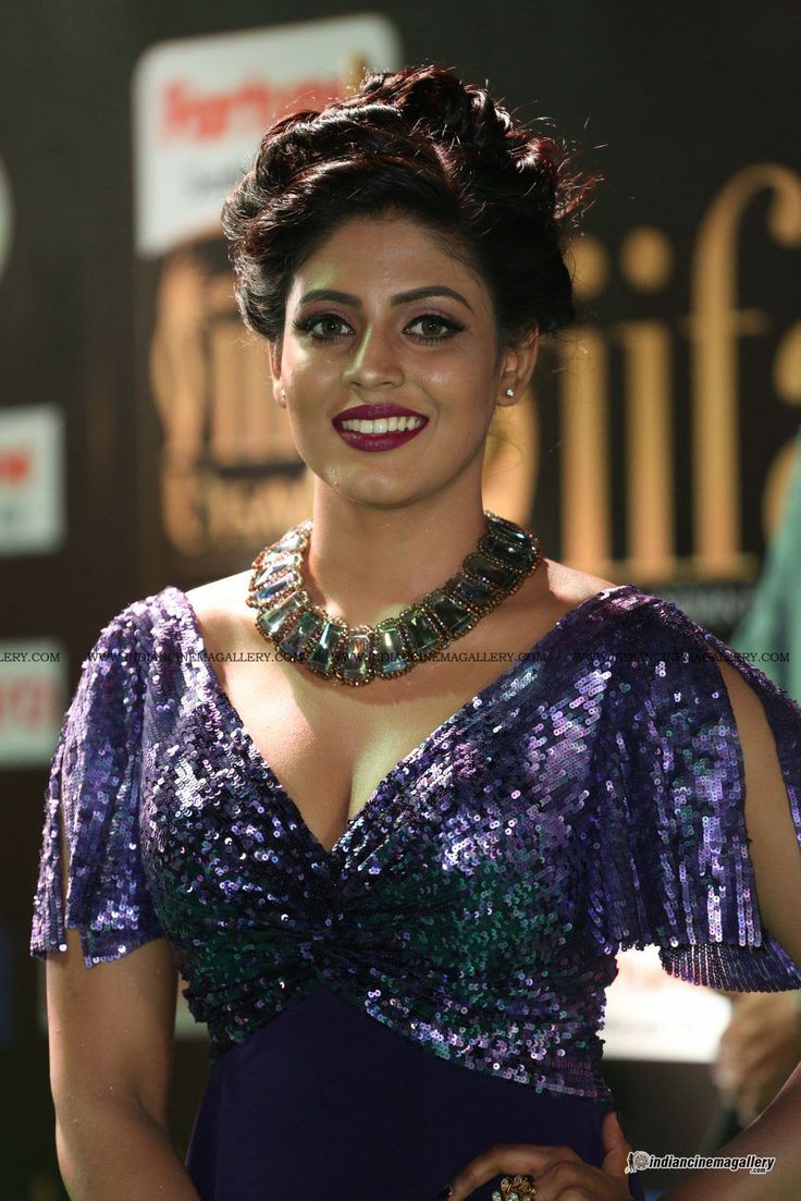 Iniya-at-IIFA-Utsavam-Awards-2017-(12)