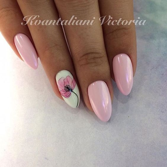 Pink nails with flower