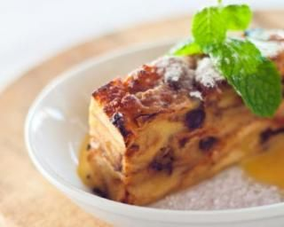 Pudding de pain rassis aux raisins secs spécial chrononutrition : http://www.fourchette-et-bikini.fr/recettes/recettes-minceur/pudding-de-pain-rassis-aux-raisins-secs-special-chrononutrition.html