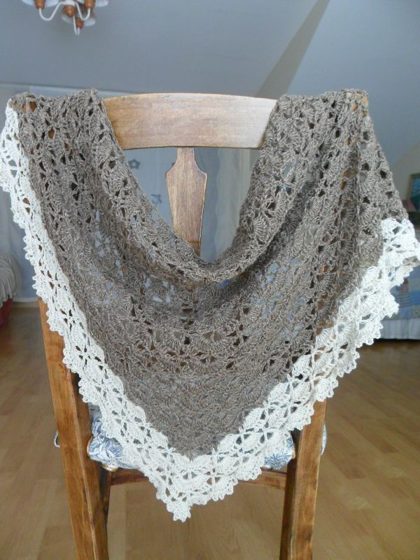 FREE pattern - lovely border on this  pretty version of the Lion Brand South Bay Shawlette Pattern 90489AD