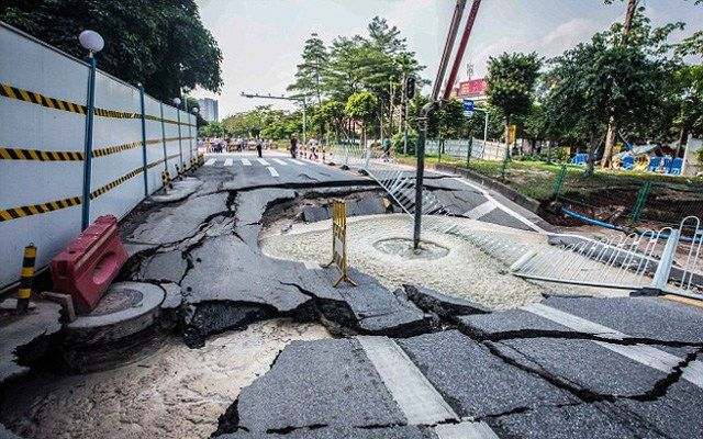 Auf der ganzen Welt beobachten Geologen das Phänomen der Subsidenz – dabei senken sich ganze Landstriche langsam aber stetig ab. Neben tektonischen Faktoren machen Forscher in dicht besiedelten Geb…