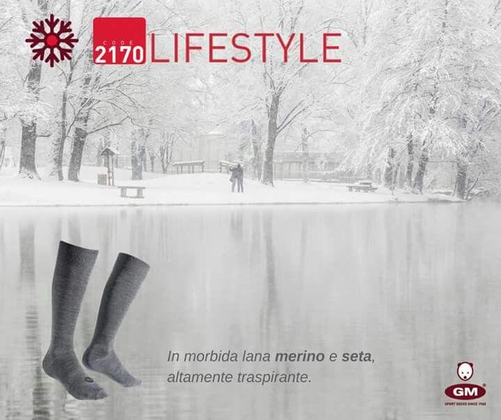 Lasciati coccolare  #lifestyle #silksocks #merinoextrafine #calzeseta #naturalyarn #fibrenaturali #madeintialy #softsocks #wearingcomfort #style #elegance #calzeitaliane #Italian #craftsmanship #CALZEGM