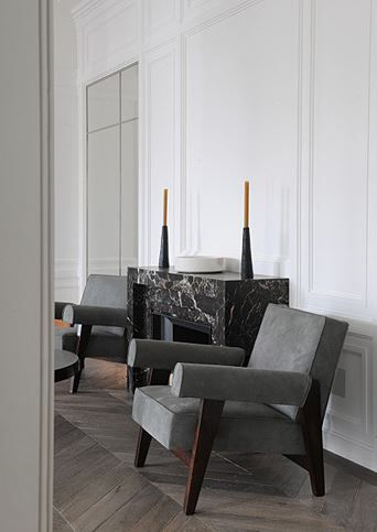 Neuilly apartment by Joseph Dirand, Pierre Jeanneret chairs