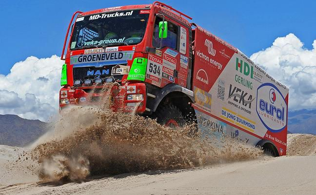 Dutch DAKAR MAN Team in Chilean desert