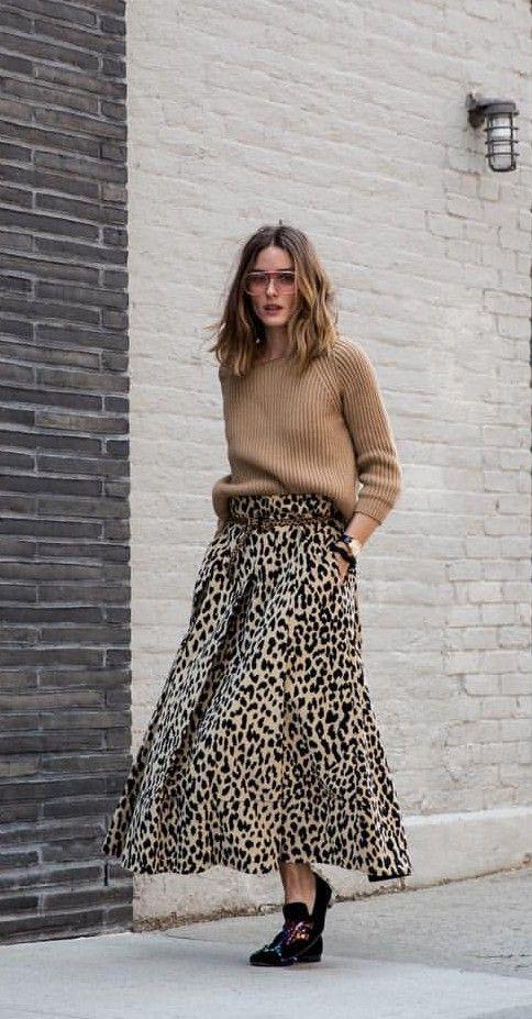 e609917c91 Olivia Palermo con la falda amplía de print leopardo