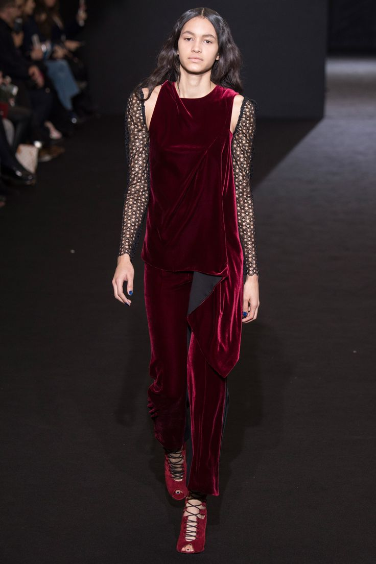 Roland Mouret Fall 2016 Ready-to-Wear Fashion Show