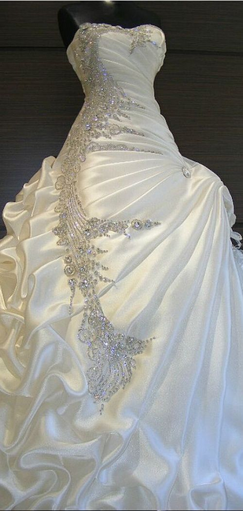 Ball Gown Sweetheart Ruching Pick-up Skirt Bedding Wedding Dress http://www.shedressing.com/