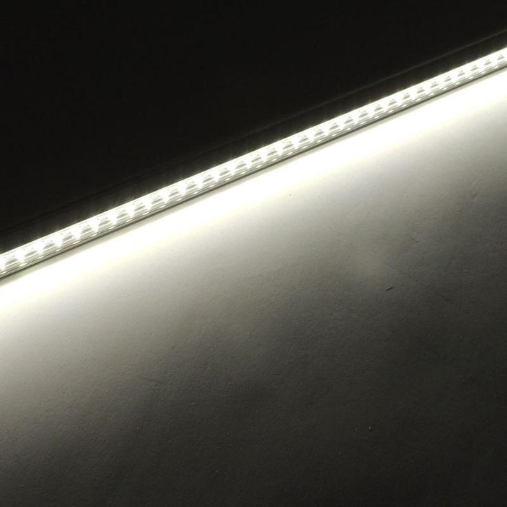 Iluminación LED para frutas y verduras que no perturba los colores naturales de los productos. http://www.barcelonaled.com/iluminacion-led-alimentacion/787-regleta-led-frutas-verduras-9w.html