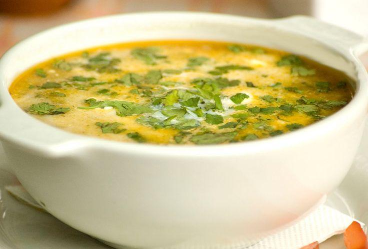 El chupe de pollo con maíz es una receta emblemática del Perú muy fácil de preparar, pues esta sopa contiene pollo y maíz como ingredientes principales y es perfecta para alimentar a los más pequeños. Sirve con unas rebanadas o cuadros de queso.  http://www.linio.com.co/hogar/?utm_source=pinterest&utm_medium=socialmedia&utm_campaign=COL_pinterest___hogar_hogarhome_20131119_17&wt_sm=co.socialmedia.pinterest.COL_timeline_____hogar_20131119hogarhome.-.hogar
