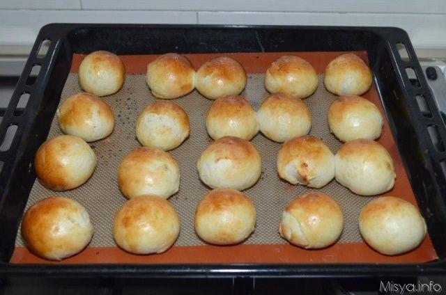Ingredienti per 25 panini:   400 gr di farina 00     200 gr di latte     50 gr di burro