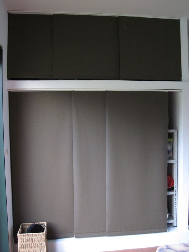 Paneles japoneses panel track usados a modo de puerta corredera para un armario en el garaje - Armario una puerta ...
