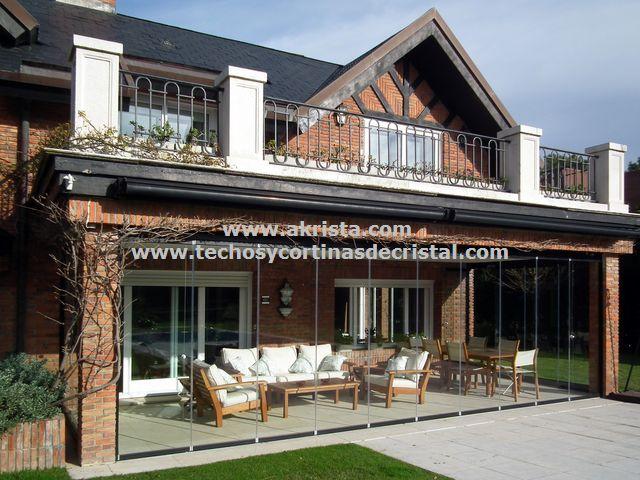 Cerramientos de terrazas con techos y cortinas de cristal
