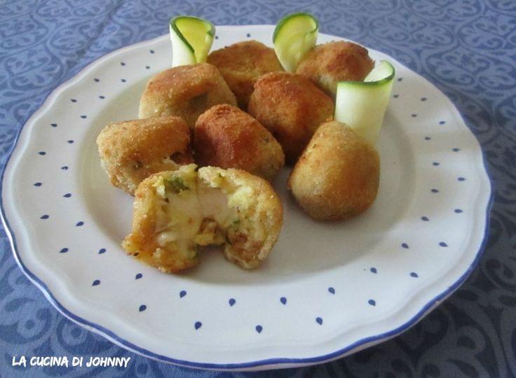 Polpette di zucchine e patate con cuore filante |