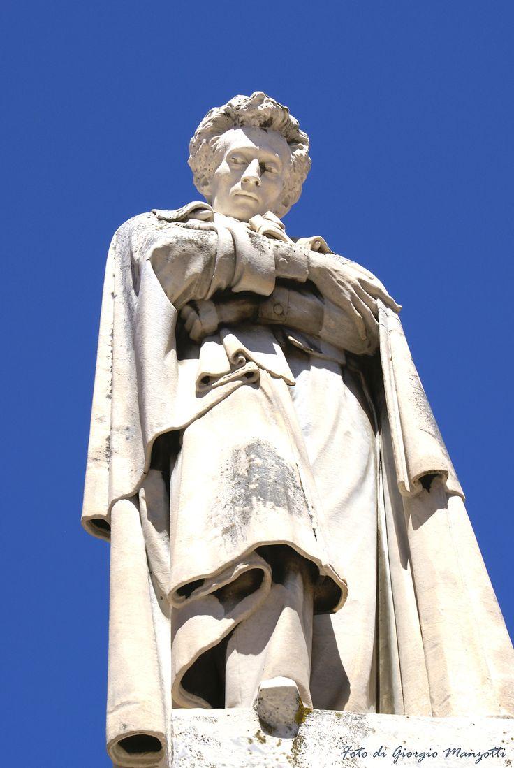 Monumento a Giacomo Leopardi a Recanati. Foto di Giorgio Manzotti.
