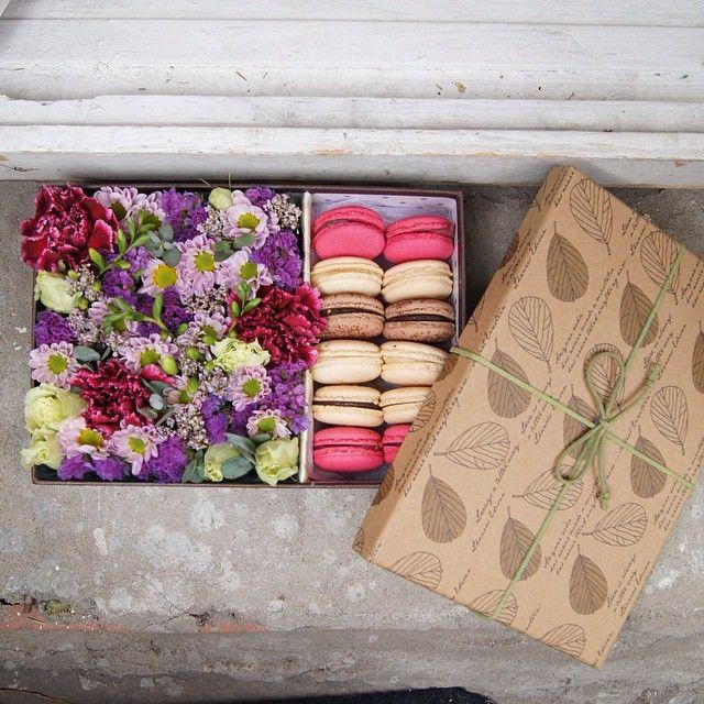 Доброе утро,друзья!хочу поделиться с вами вот такой красотой!эта коробочка была собрана для жены посла Чили на день рождения ☺️ но знаете что,ведь праздники это не единственный повод для подарков,их можно делать просто так,с любовью❤️ вы всегда можете заказать в моей мастерской такую прелесть