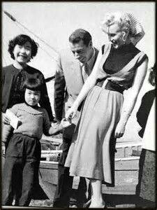 Marilyn Monroe & Joe Dimaggio In Japan(1954)