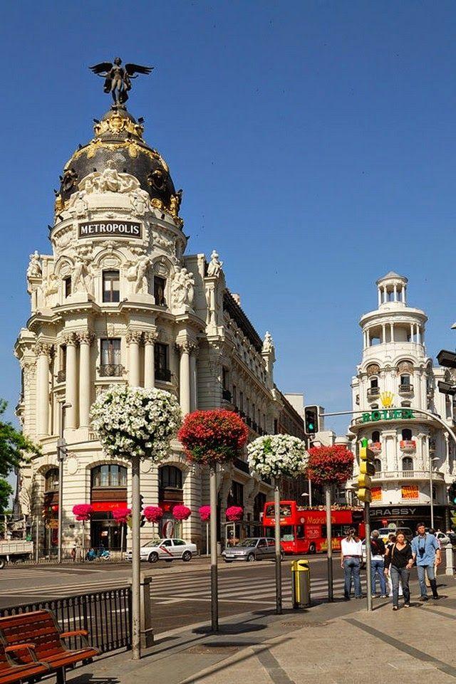 Madrid - Gran Vía y Edificio Metrópolis - Precioso punto de la ciudad tanto de día como de noche.
