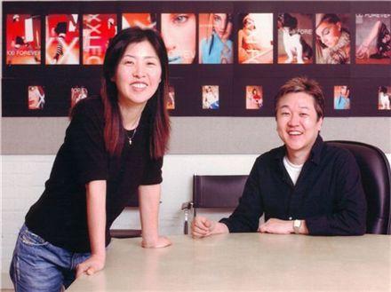지난해 미국의 경제 격주간지 포브스가 선정한 '미국 400대 부자' 리스트에 패스트 패션 브랜드 '포에버 21'의 장도원(56)·장진숙(48·결혼 전 이름 김진숙) 공동 창업자가 88위로 이름을 올렸습니다.
