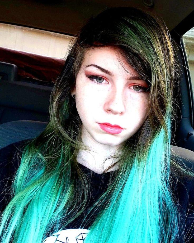 Épinglé par Coloring Wax Store sur Emo Hairstyle