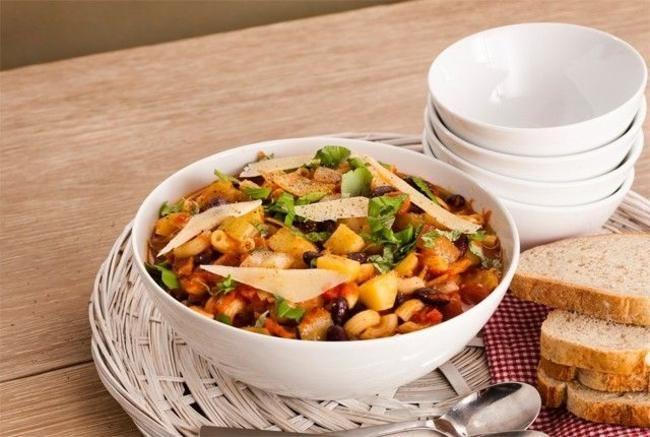 La ribollita med pasta og poteter