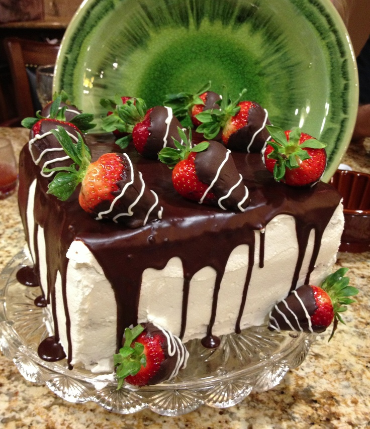 Show Stopper!  (Darcy's Delicious Dinners on FB): Delicious Dinners, Strawberry Cakes, Delicious Cakes, Stoppers Cakes, Chocolates Strawberries Cakes, Darci Delicious, Homemade Cakes, Fun Treats, Birthday Cakes