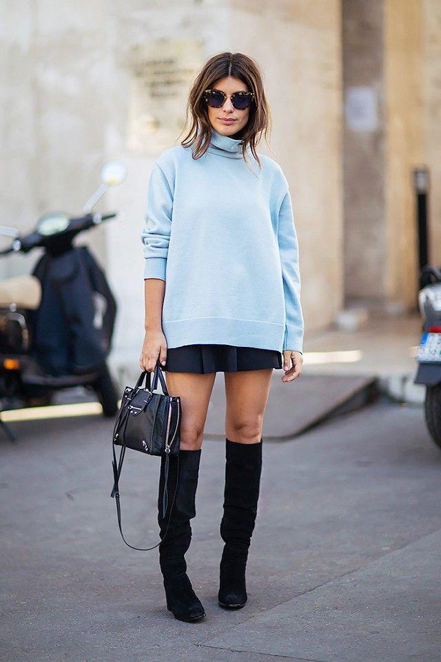 De temperaturen gaan aan het einde van de week weer dalen. Die té warme oversized trui kan dus weer uit de kast... Maar hoe draag je zo'n trui fashionable? 6 manieren op een rijtje op www.thenewgirlint... #oversizedsweater #sweaterweather #sweater #oversized #style #styling #fashion #outfit #streetstyle #Blue #highheels