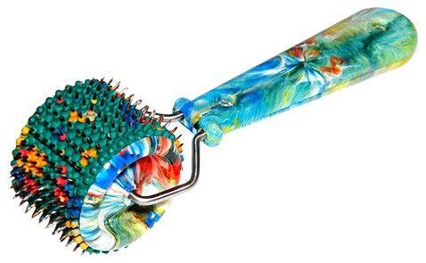 Эластичная резиновая пластина в виде валика с закрепленными на ней иглами из необходимых для организма металлов: цинка, меди, железа, никеля и серебра.