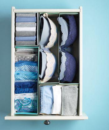 立てる収納の欠点は衣類が倒れてしまいやすいところ。でも、間仕切りを使えばそんな心配はありません。