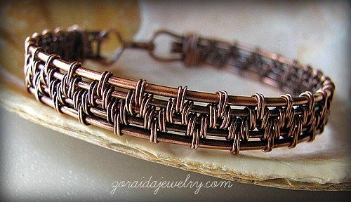 This wire wrapped copper bracelet have been woven with several gauges of copper wire. The two outer wires form a frame of thick (14 gauge) wire, three inner wires are 16 gauge and the weave is create