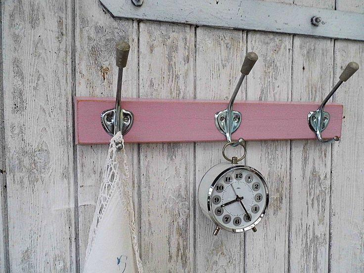 Vintage Hakenleisten - Hakenleiste Kleiderhaken Garderobe rosa pastell - ein Designerstück von Gerne_wieder bei DaWanda