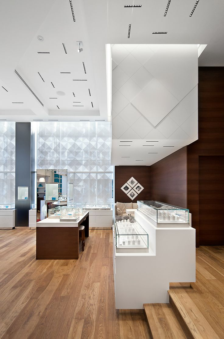 Maison Birks - Jewellers in Montréal. Design: Sid Lee Architecture - Lighting Designer: Lightemotion inc. - iGuzzini Product: Laser Blade www.ladgroup.com.au