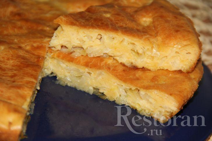 Хочу предложить рецепт наивкуснейщего пирога с капустой. Такой пирог не займёт много времени в приготовлении. Экономичный, быстрый и очень вкусный.