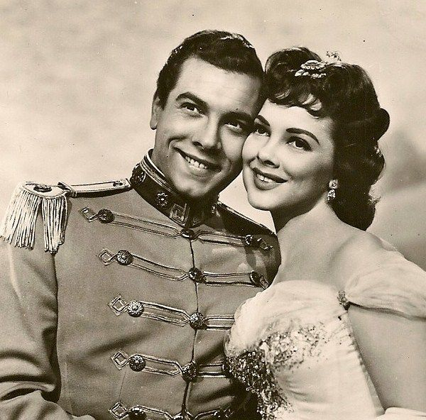 Mario Lanza and Kathryn Grayson. Oh, how I'd love to be in between those two.