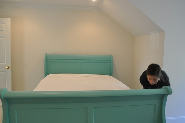 OMG I want this bed so much...I love this color ;}